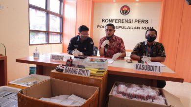 Photo of Dit Reskrimsus Polda Kepri Berhasil Amankan 2.389 Unit Handphone Black Market