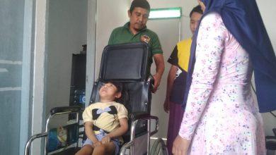 Photo of Yayasan Indonesia Syariah Peduli Berikan Bantuan Kursi Roda dan Sembako