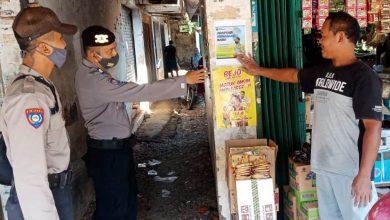 Photo of Menuju Adaptasi Kebiasaan Baru, Polres Pekalongan Sebar Brosur dan Leaflet Himbauan di Tempat Keramaian