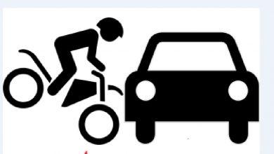 Photo of Minim Penerangan, Seorang Pengendara Motor Tabrak Mobil Pick up Yang Berhenti Di Tepi Jalan