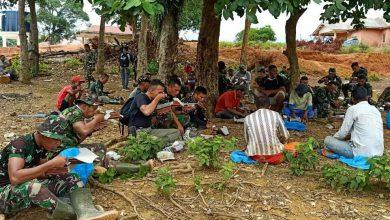 Photo of Kebersamaan Warga Dengan Tim Satgas TMMD Kodim 0316/Batam Terlihat Semakin Akrab