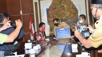 Photo of Pemkab Pekalongan Terima Bantuan Sosial dari Bank Indonesia Tegal
