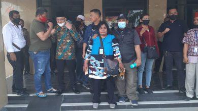 Photo of Sidang Perdana 4 Wartawan Secara Virtual, Ratusan Jurnalis Seruduk Polsek Kalideres