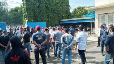 Photo of Warga Keluhkan Suara Bising dan Asap dari Pabrik Peleburan