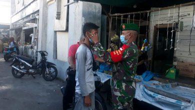 Photo of Babinsa 06 Koramil 05/BLP Sosialisasikan Protokol Kesehatan Kepada Warga Baru Datang dari Pulau