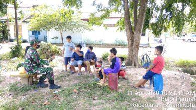 Photo of Peduli Masa Depan Bangsa, Serda Suratmin Himbau Anak-anak Lebih Giat Belajar Daripada Bermain