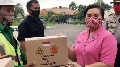 Photo of Bhayangkari Cabang Bandara Soeta, Bersatu Melawan Covid-19 Berikan Paket Sembako