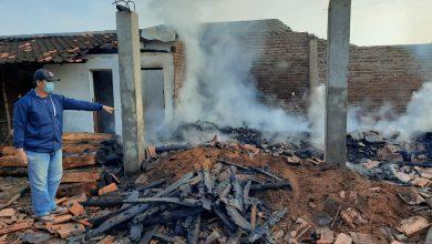 Photo of Diduga Korsleting Listrik, Tempat Penggergajian Kayu Di Desa Karangdowo Ludes Terbakar