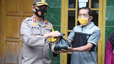 Photo of Dukung Ketahanan Pangan Di Tengah Pandemi Covid-19, Kapolres Pekalongan Bagikan Hasil Panen Kepada Warga