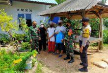 Photo of TNI-Polri Peduli, Babinsa Sungai Harapan dan Pulau Buluh Bagikan Snack Kotak ke Pondok Pesantren