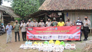 Photo of Baksos Polda Banten Bagikan Sembako ke Masyarakat Di Jumat Barokah