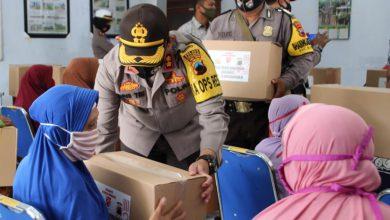 Photo of Sambut HUT RI ke-75, Polres Pekalongan Gelar Bhakti Sosial dengan Membagikan Sembako