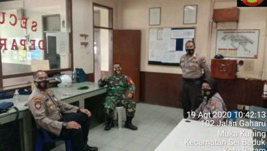 Photo of Babinsa Muka Kuning Gelar Komsos Bersama Personel Pam Obvit Polda Kepri Tentang Protokol Kesehatan