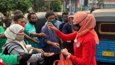 Photo of Teamsus SatResNarkoba Restro Jaksel Berikan Masker Kepada Pengguna Jalan di Blok A dan Teriminal BlokM