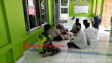 Photo of Babinsa Lubuk Baja Kota Gelar Komsos dan Sholat Jumat Bersama di Masjid Nurul Fajar