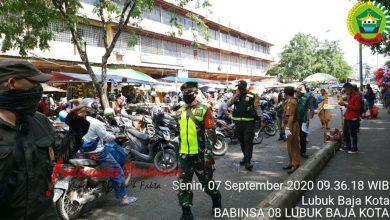 Photo of Babinsa Lubuk Baja Kota Sosialisasi Perwako Batam No.49 di Pasar Tos 3000