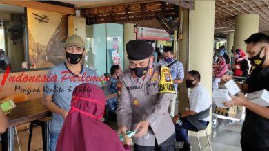 Photo of Peduli Masyarakat, Polda Kepri dan Jajaran Bagikan 338 Ribu Masker Secara Serentak