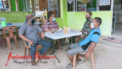 Photo of Babinsa 07 Koramil 03/Nongsa Sosialisasikan Perwako Batam No.49 Tahun 2020 Melalui Ketua RT