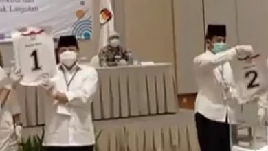 Photo of KPU Daerah Kota Batam Gelar Rapat Pleno Terbuka, Pencabutan Nomor Urut Paslon