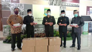 Photo of Wakil Ketua DPR-RI Berikan Bantuan Ratusan Obat Herbavid-19 ke Pemkot Tangerang
