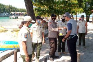 Polres Kep Seribu Hari Ini Himbau ProKes & Bagikan 2.400 Masker Medis Ke Warga