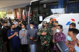 Panglima TNI dan Kabaharkam Polri Tinjau Pelaksanaan Vaksinasi di Cilacap