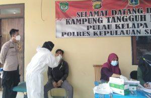 12 Warga Jalani Swab Antigen di Posko KTJ Pulau Kelapa Kep Seribu Utara