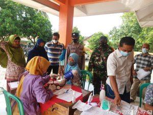 Sosialisasikan Pentingnya Vaksin, Ini yang Dilakukan Babinsa Desa Paketingan