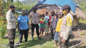 Cegah Pedagang Timbun Sembako, Polisi Sidak Kios di Tolikara
