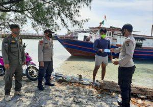 Serentak Warga di 8 Pulau Pemukiman Hari Ini Dapat 1.600 Masker Medis Gratis