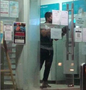 Pria Ini Terkunci di Bilik ATM Saat Melakukan Transaksi, Kok Bisa?