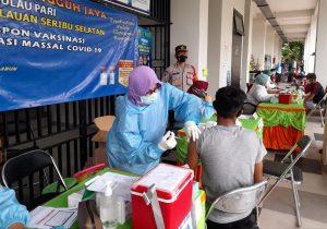 Percepat Program Vaksinasi Nasional, Polres Kepulauan Seribu Vaksinasi Massal di Pulau Pari