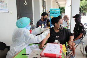 Vaksinasi Nasional, 51 Warga Divaksinasi Polres Kepulauan Seribu