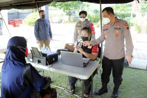 Kapolda Jateng Cek Gerai Presisi Vaksinasi di halaman Mapolda Jateng