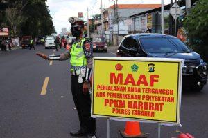 Kapolres Tabanan Pimpin Penyekatan PPKM Darurat di Depan Pos Adi Pura