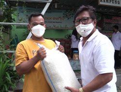 Warga Terdampak Pandemi di Sunter Jaya Dapat Bantuan Sembako