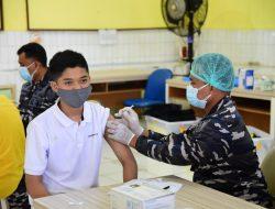 Antusiasme Warga Warnai Vaksinasi di Pademangan Jakut