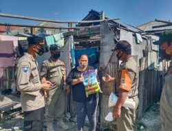 Terdampak PPKM Darurat, 29 KK Terima Bansos dari Polsek Kep Seribu Utara