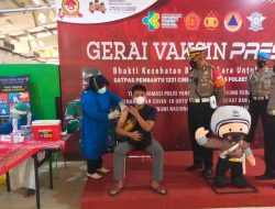 Satlantas Polres Depok Gandeng RS Puri Cinere Gelar Vaksinasi