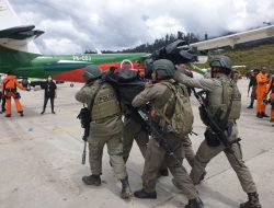 Hujan Lebat dan Kabut Warnai Proses Evakuasi Jenazah Kru Pesawat Rimbun Air