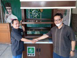 Bantu UMKM, DPW PKB Jakarta Bagikan Gerobak ke Pedagang